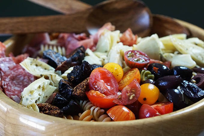 How yummy does the Antipasto Pasta Salad look? Someone pass me a plate! :D