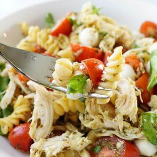 10 Minute Chicken Caprese Pasta Bowl