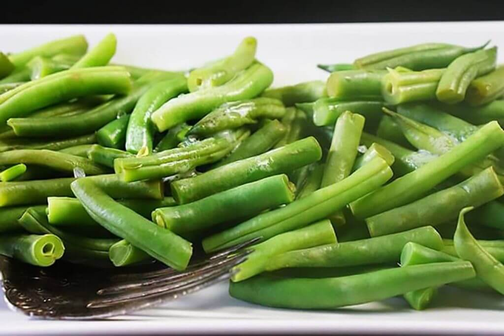 steamed green Beans on platter, ready to eat!